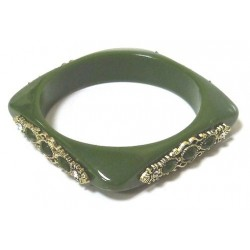 Women's fancy bracelet in green plastic, adorned and beaded