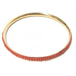 Women's fancy bracelet in gold metal adorned with a band of oval red pearls