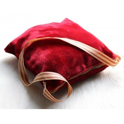 Travel bag and pillow: Prayer rug + The Holy Quran Jouz '' Ammâ + The Citadel of the...