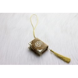 Mini-Coran pendant covered in velvet with gold parts (Islamic decoration) - Gold beige...