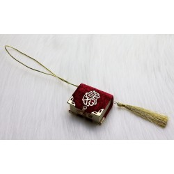 Mini-Coran pendant covered in velvet with golden parts (Deco Islam) - Red-bordeaux color