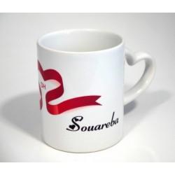 Mug avec anse en forme de coeur personnalisé avec 2 prénoms et l'illustration du coeur...