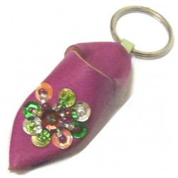 Traditional Moroccan babouche keychain in pink leather with multicolored strass