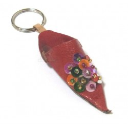 Traditional Moroccan babouche keychain in red leather with multicolored strass