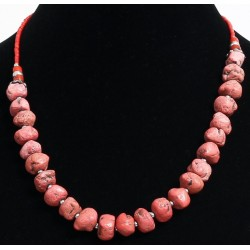 Ethnic artisanal necklace imitation red stones arranged with red and silver beads