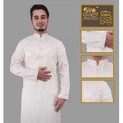 Qamis brodé haut de gamme de couleur blanc cassé (tissu satiné)