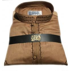 Qamis brodé haut de gamme de couleur marron (tissu satiné)