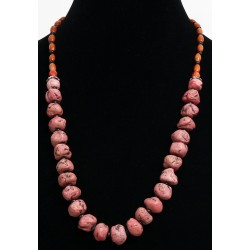 Ethnic artisanal necklace imitation coral stones, embellished with black pearls and wood