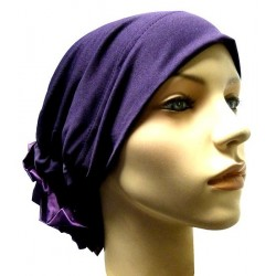 Hat in satin fabric with large flower (purple)