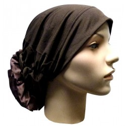 Hat in satin fabric with large flower (dark brown)