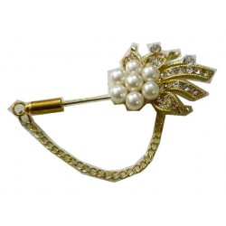 Golden brooch in the shape of a flower with 5 white pearls for Hijab