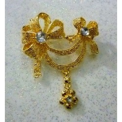 Golden hijab brooch in the shape of a knot with diamond stones