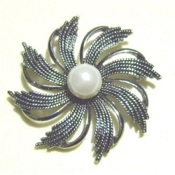 """""""Silver flower"""" brooch for hijab with a pearl"""