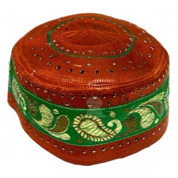 Rigid shiny burgundy chachia decorated with mofits in green