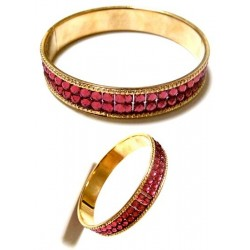 Women's bracelet with shiny pink rhinestones