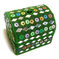Shiny jewelry box decorated in green color