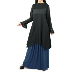 Loose tunic in black color with black lace