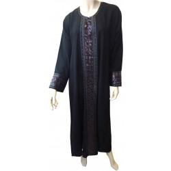 "Discreet black abaya ""Lwiza"" with black and burgundy embroidery"