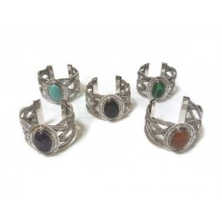 Adjustable oval-shaped bracelet in chiseled silver metal decorated with colored stone