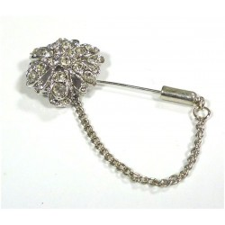 Pin brooch with 19 white pearls in the form of a flower for hijab