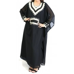 Long-sleeved oriental dress with embroidery (Several colors available)