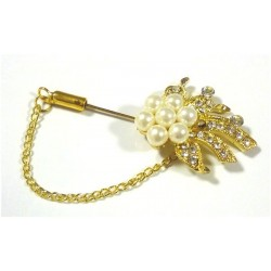 Golden brooch-pin with 7 white pearls in the form of a flower for hijab