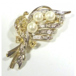 Brooch with gold and silver parts and 3 large white pearls
