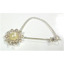 Pin for hijab in the form of a flower with diamonds and central pearl