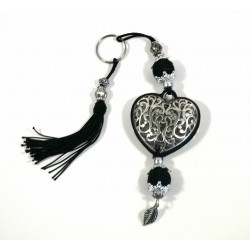 Handcrafted heart key ring in chiseled silver metal and sabra pompom - Black