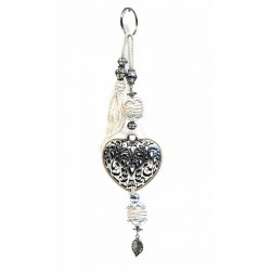 Handcrafted heart key ring in chiseled silver metal and sabra pompom - White