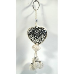 Handcrafted heart pendant / keyring in chiseled silver metal and sabra pompom - White